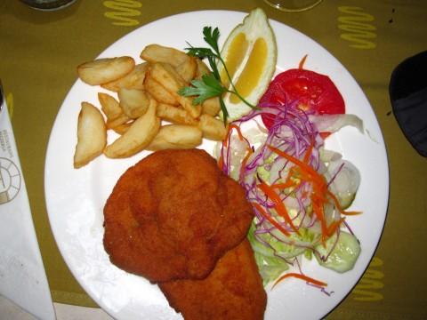 Schnitzel paniert fritiert