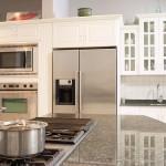 Küche mit Herdplatte & Kühlschrank